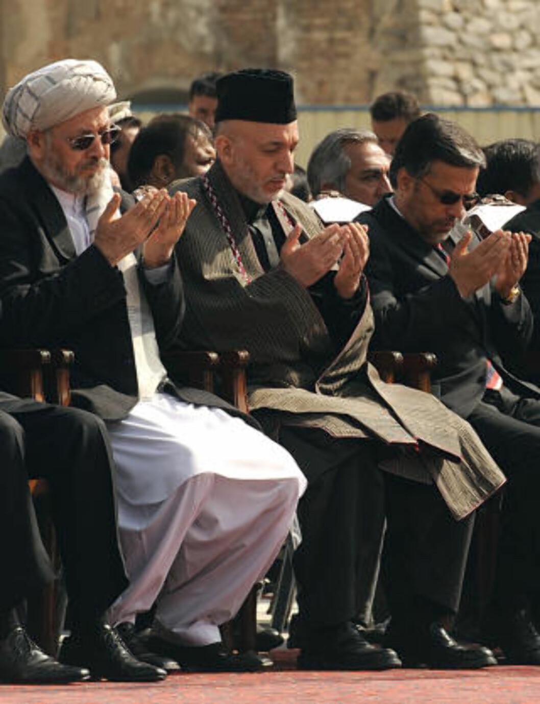 <strong>I OSLO:</strong> I dag er Afghanistans stortingspresident, Mohammad Younus Qanooni (t.h) på plass i Oslo, for et åpent møte med NUPI-direktør Jan Egeland i Oslo kl. 14.30. Foto: AFP PHOTO/SHAH Marai/SCANPIX