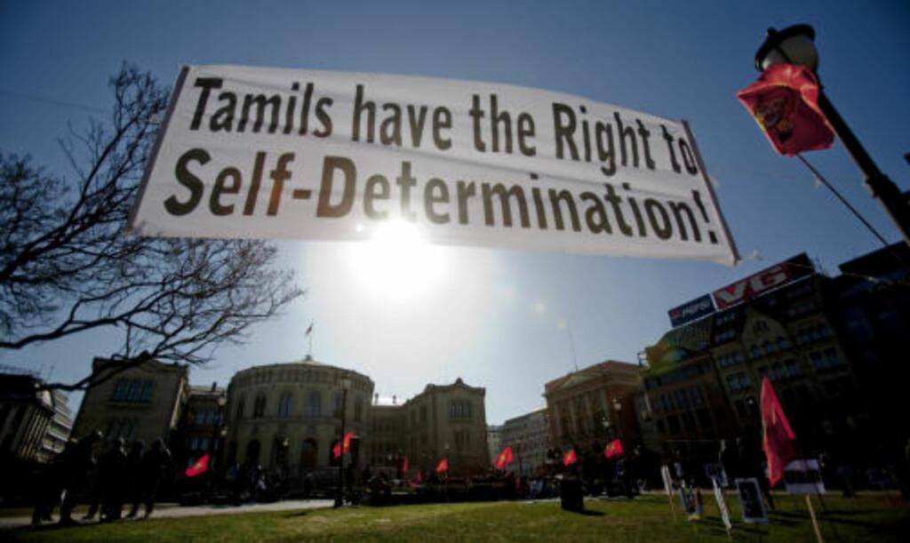 DEMONSTRERTE:  Norsktamiler demonstrerte også lørdag utenfor Stortinget med krav om våpenhvile på Sri Lanka. Foto: Stian Lysberg Solum / SCANPIX