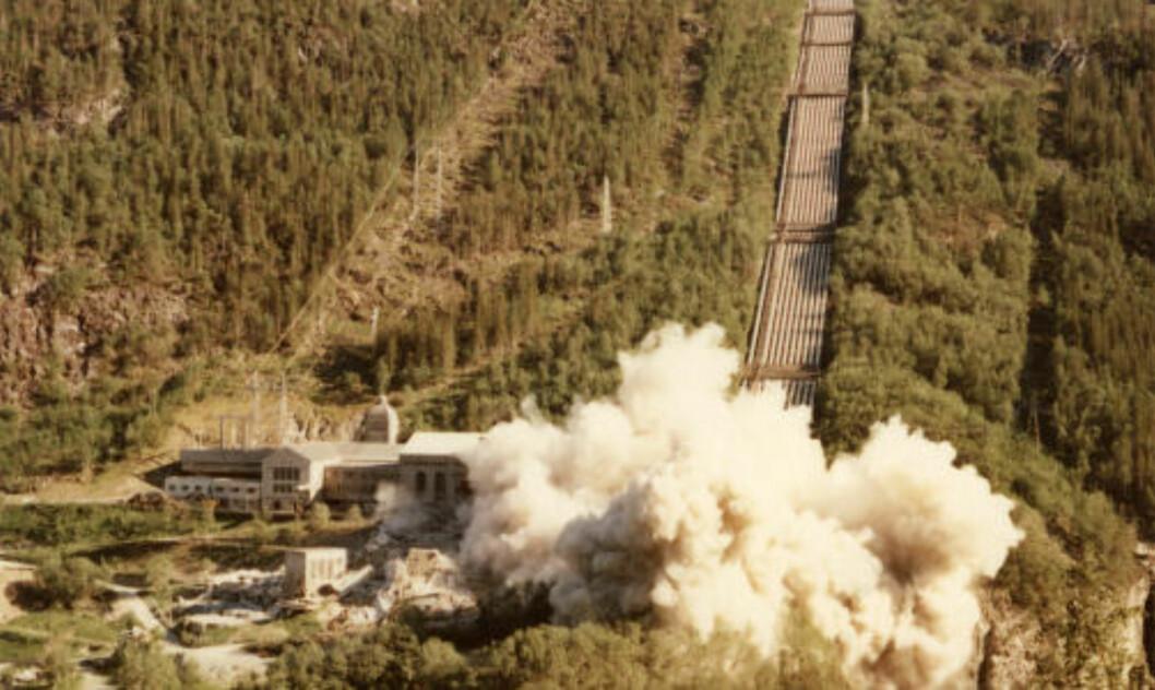 <strong> TØMT OG SPRENGT:</strong> En sommerdag i 1977. Foto: Rjukan industriarbeidermuseum.