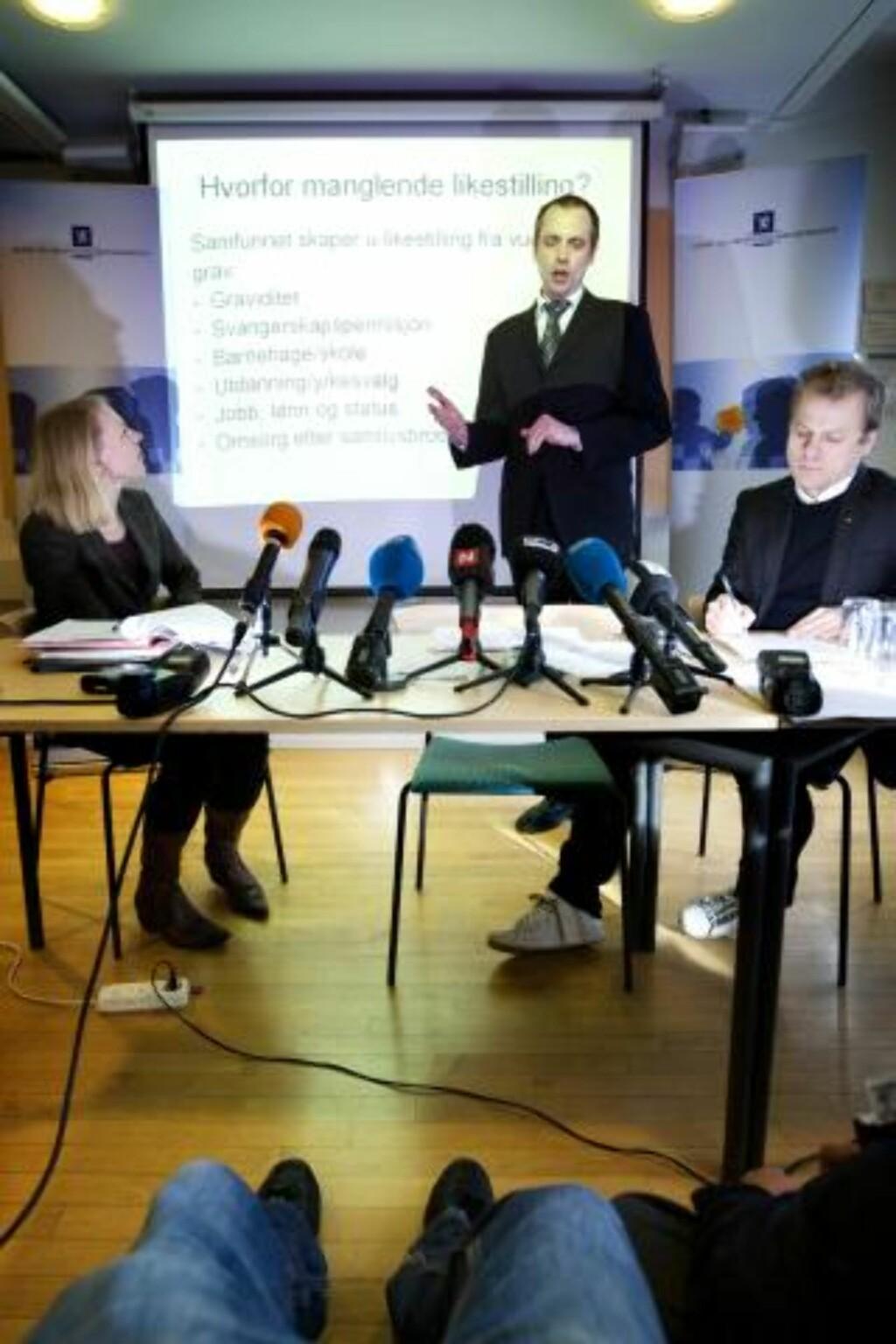 VIL IKKE DELTA 2: Arbeiderpartiets innvandringspolitiske talsmann, Arild Stokkan-Grande (i midten), vil heller ikke delta i quizen. Foto: Scanpix