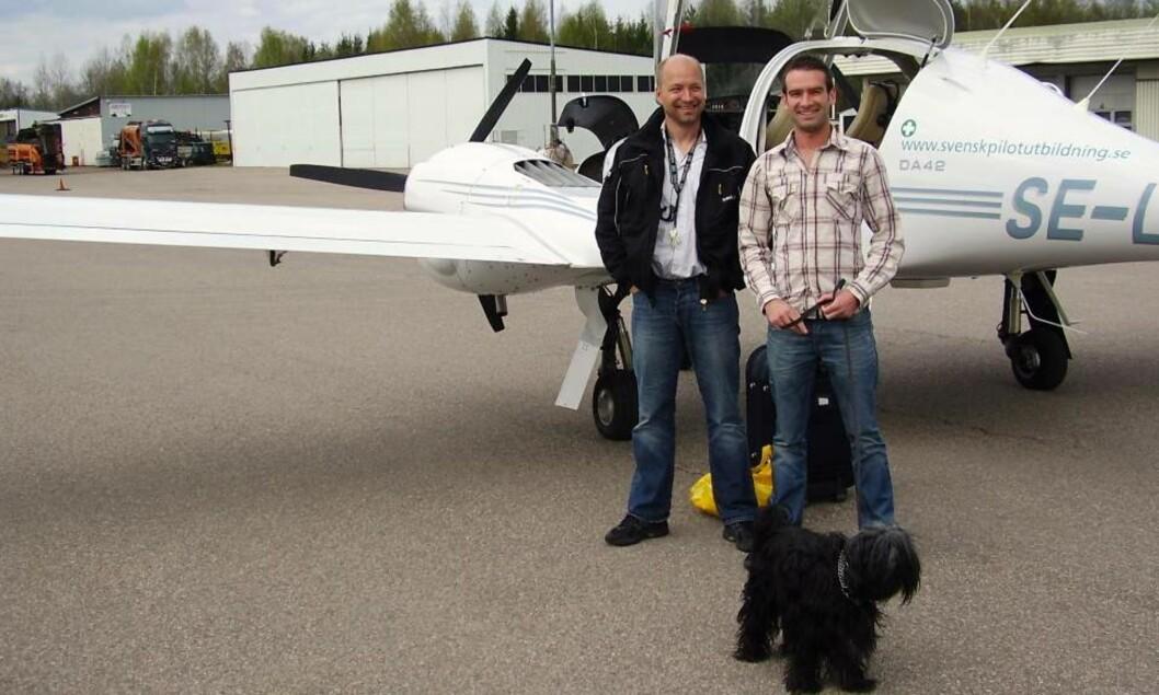 OVERLEVDE! Pilotvennene Troels Hansen (50) og Oliver Edwards-Neil (25) opplevde en dramatisk kamp for livet på et isflak i 20 minusgrader. Cessna-flyet måtte nødlande i ishavet. Foto: PRIVAT