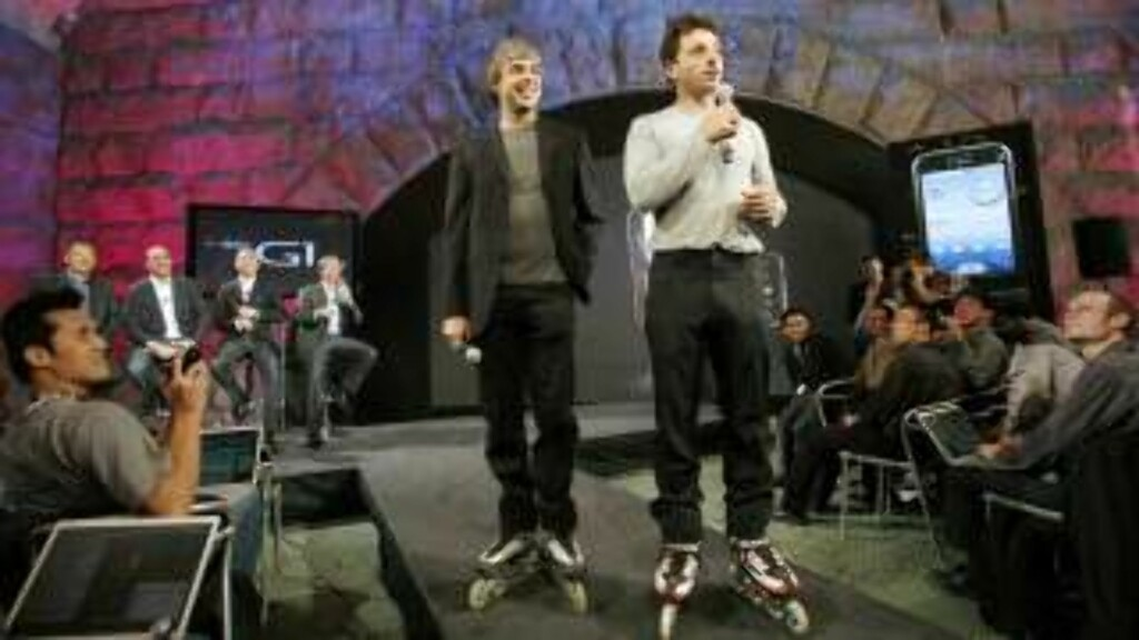 GOOGLE GUYS: Larry Page og Sergey Brin under presentasjonen av den første telefonen med Googles operativsystem, Android. Foto: SCANPIX