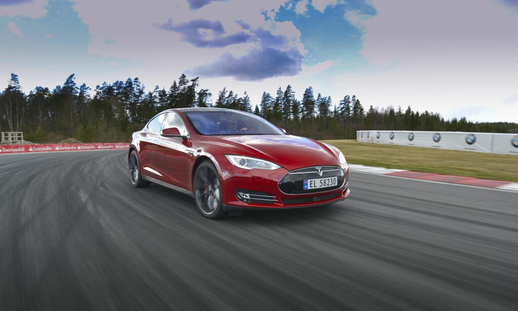 MER ENN BIL: Teslas toppsjef Elon Musk ser mye lenger enn til landeveien, med fremtidsrettede transportløsninger, utvinning av fornybar energi, energilagring, romfart - ja, helt frem mot en fremtidig fusjon mellom mennesket og teknologien. Foto: Jamieson Pothecary