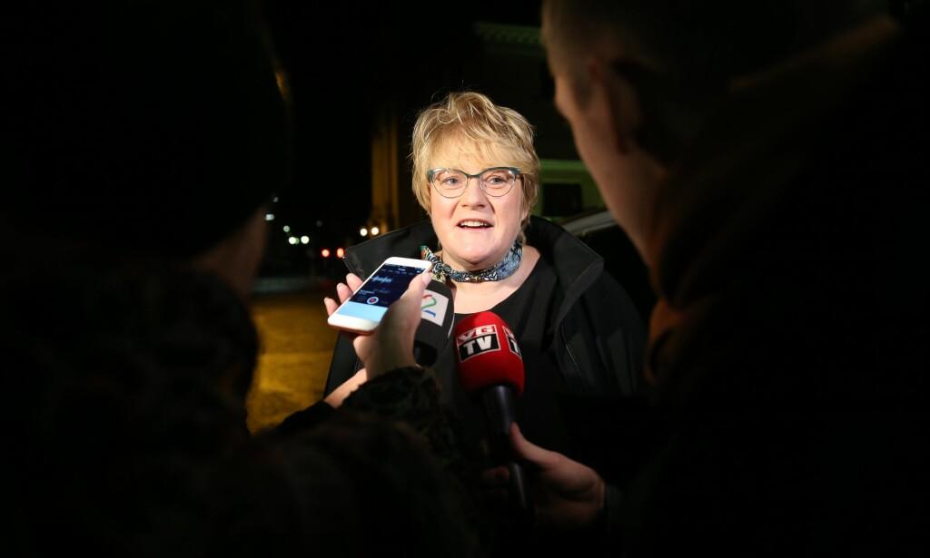 PÅ VEI INN TIL ERNA: Trine Skei Grande (V) på vei inn til møte hos statministeren for videre samtaler om statsbudsjettet Foto: Berit Roald / NTB scanpix