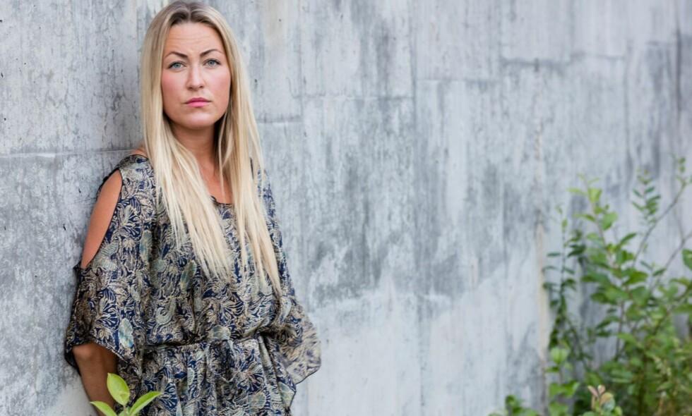 TØFT: Mens realitydeltakeren Stine Hartmann (31) var inne på «Farmen», ble faren hennes alvorlig syk. Hun fikk vite om det først flere uker etterpå. Foto: TV 2