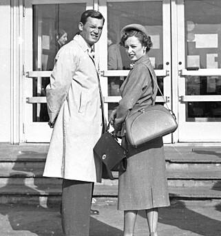 REISTE TIL PARIS: Den 8. juni 1951 - dagen før hun fylte 21 år - dro prinsesse Ragnhild til Paris for å være til stede ved bryllypet til prins Michel av Bourbon-Parma og innvielsen av Norges-huset i Paris.  Turen varte i åtte dager.  Den fant sted etter at den svenske meldingen om en forestående forlovelse mellom Prinsesse Ragnhild og Lorentzen var dementert. Foto: NTB scanpix