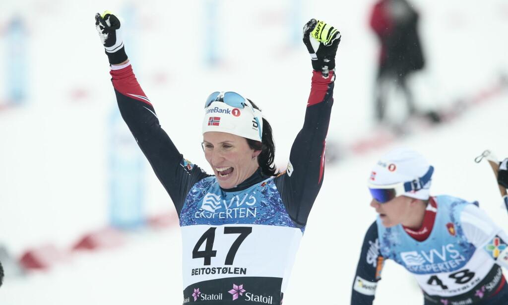 SEIER: Marit Bjørgen jubler etter seier i comebacket på Beitostølen. Foto: Bjørn Langsem