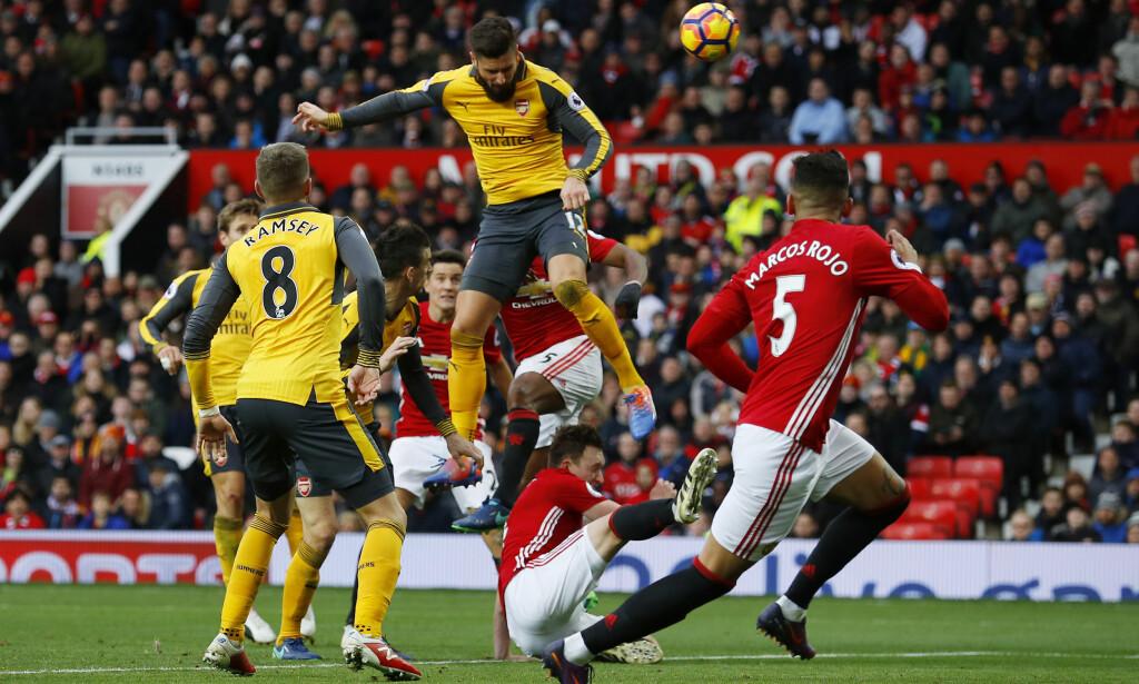SCORET: Arsenals Olivier Giroud setter inn 1-1 mot Manchester United rett før slutt. Foto: Reuters / Phil Noble