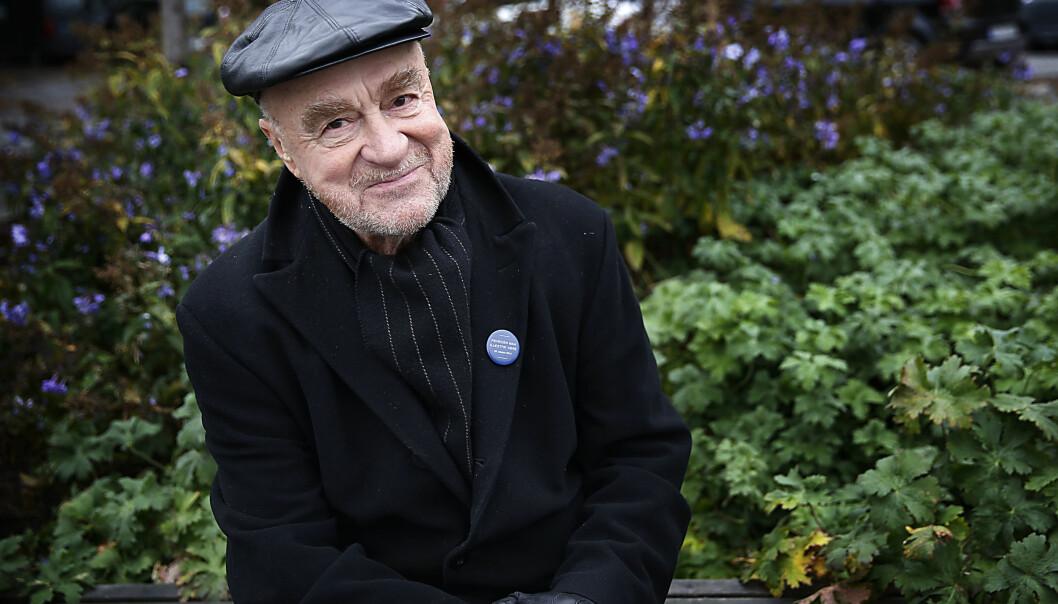 FORTSATT I JOBB: Kunstneren Victor Lind måtte gå fra kunstnerlønn til pensjon da han var 67 år og ikke lenger fikk stipend fra Statens garantiinntekt for kunstnere. Foto: Jacques Hvistendahl