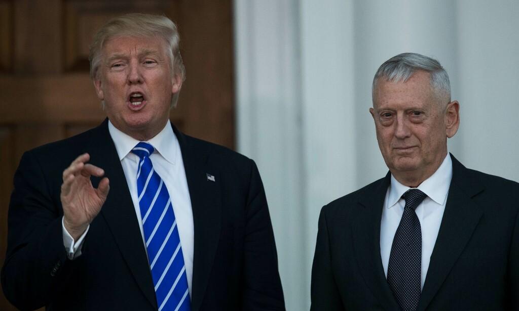 JAMES «MAD DOG» MATTIS: Den pensjonerte generalen James Mattis, som kalles «Mad Dog» (t.h.) er ifølge amerikanske medier Donald Trumps favoritt til stillingen som forsvarsminister. Her etter et møte Mattis og Trump hadde i går. Foto: AFP / NTB Scanpix