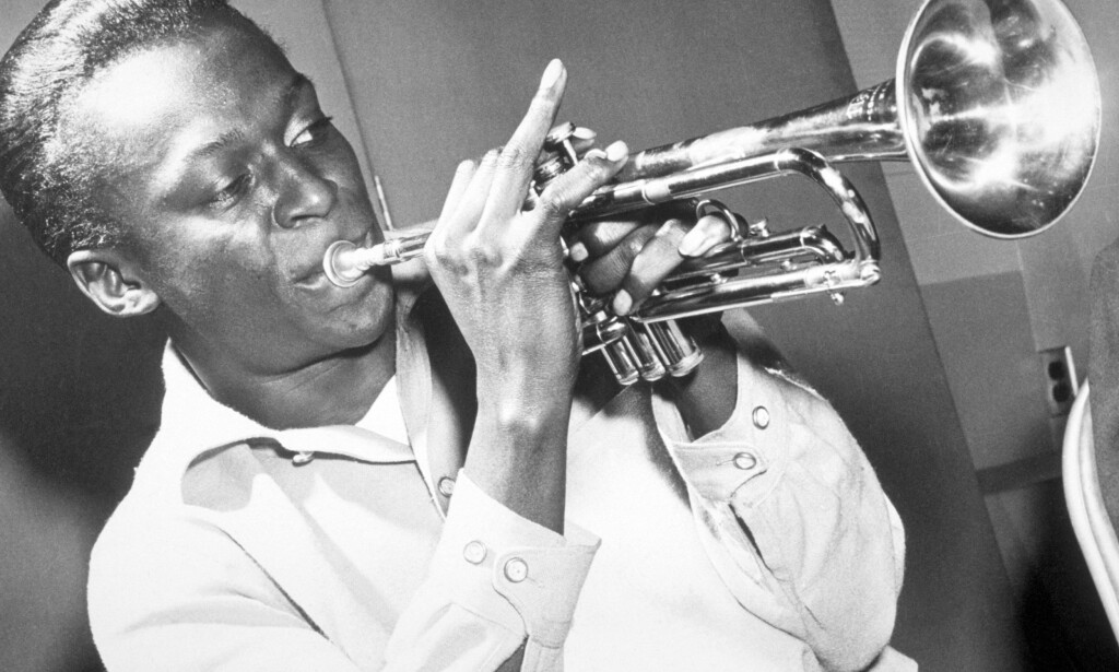 GYLLEN TROMPET: Miles Davis endret stadig uttrykk gjennom sin karriere. Nå utgis viktige opptak fra seint 60-tall. Foto: NTB/SCANPIX