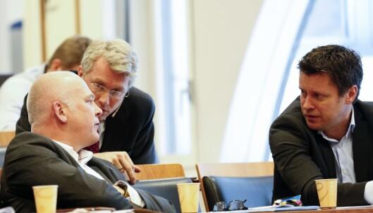 TOPPLEDERE: Her er Trygve Rønningen (t.h) sammen med Thor Gjermund Eriksen, kringkastingssjef i NRK, og Olav T. Sandnes, administrerende direktør og sjefredaktør i TV 2. FOTO: Tor G. Stenersen / Aftenposten / NTB Scanpix