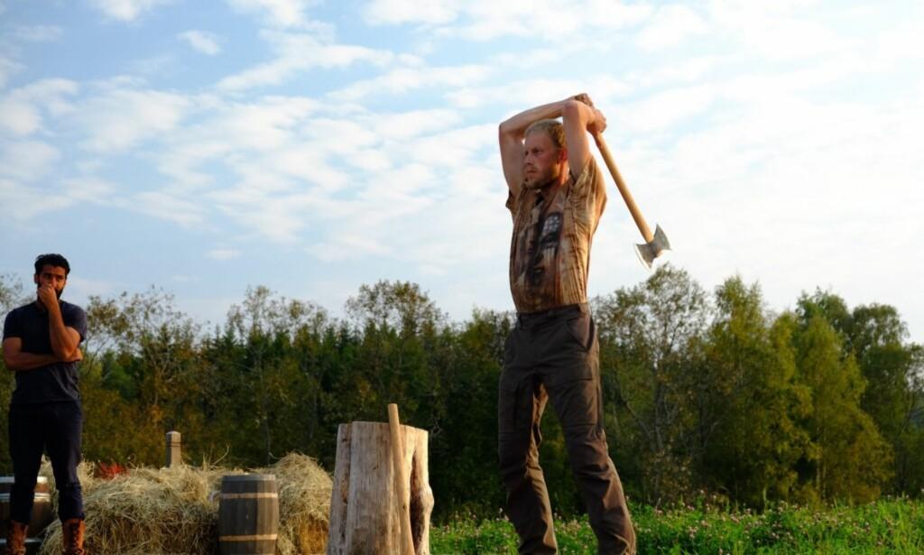 RØK UT: Sørlendingen tapte tvekampen mot Ali Ahmad i søndagens episode av «Farmen». Foto: Håvard Gjeisklid Isachsen / TV 2