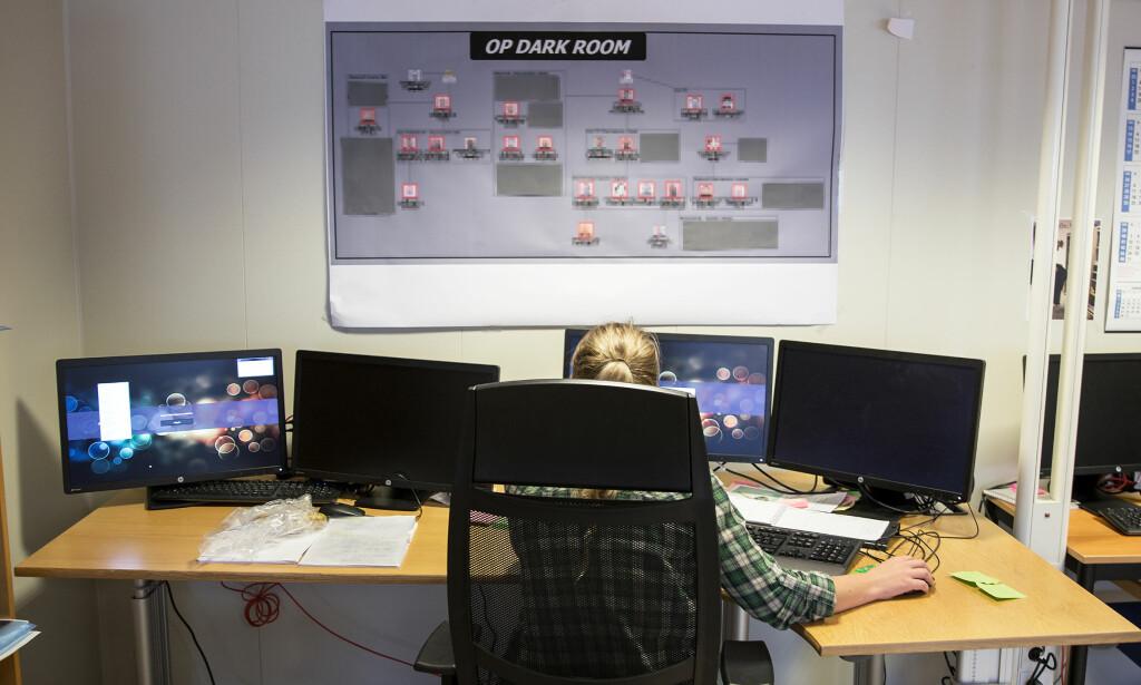 HER AVSLØRTE DE PEDONETTVERK: 25 etterforskere i Vest politidistrikt har jobbet siden nyttår med Operasjon «Dark Room» i Bergen. Foto: Simen Sundfjord Otterlei / NRK