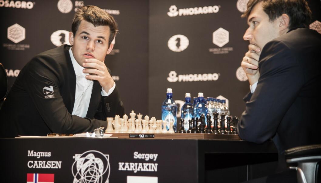 «FINALEN»: Magnus Carlsen og Sergej Karjakin møtes til en slags finale i kveld. Her under et parti tidligere i VM. Foto: Hans Arne Vedlog