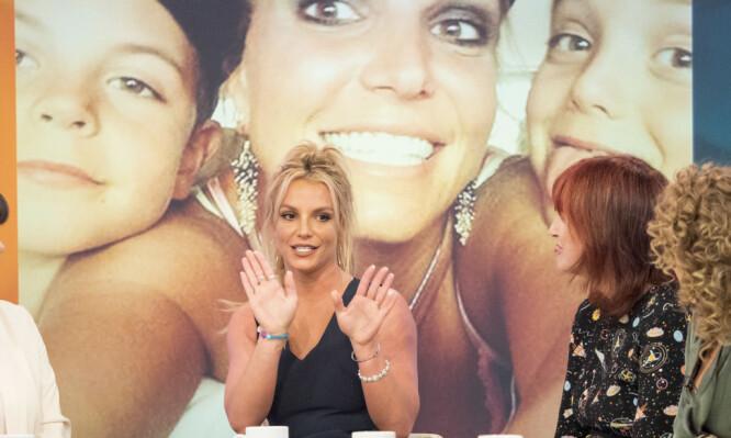 NÅ: Britney Spears har lagt noen tøffe år bak seg etter sin kollaps i 2008, men gleder seg nå over at alle piler peker oppover både privat og karrieremessig. Her er hun på TV-programmet «Loose Women». FOTO: Scanpix