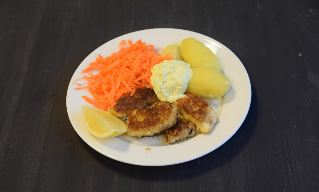 TIRSDAG: Hjemmelagete fiskepinner med poteter, gulrot og remulade.