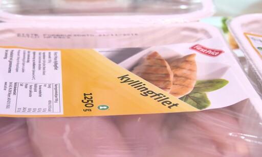 BILLIGST: Fersk FirstPrice-kylling er billigere enn den svenske frosne - om du velger de store pakkene. Foto: Matkontrollen
