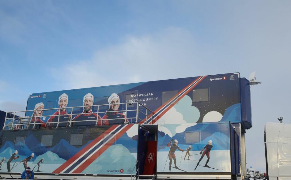 PÅ BEITOSTØLEN: Den norske smørebussen under langrennsåpningen på Beitostølen. Foto: NTB Scanpix