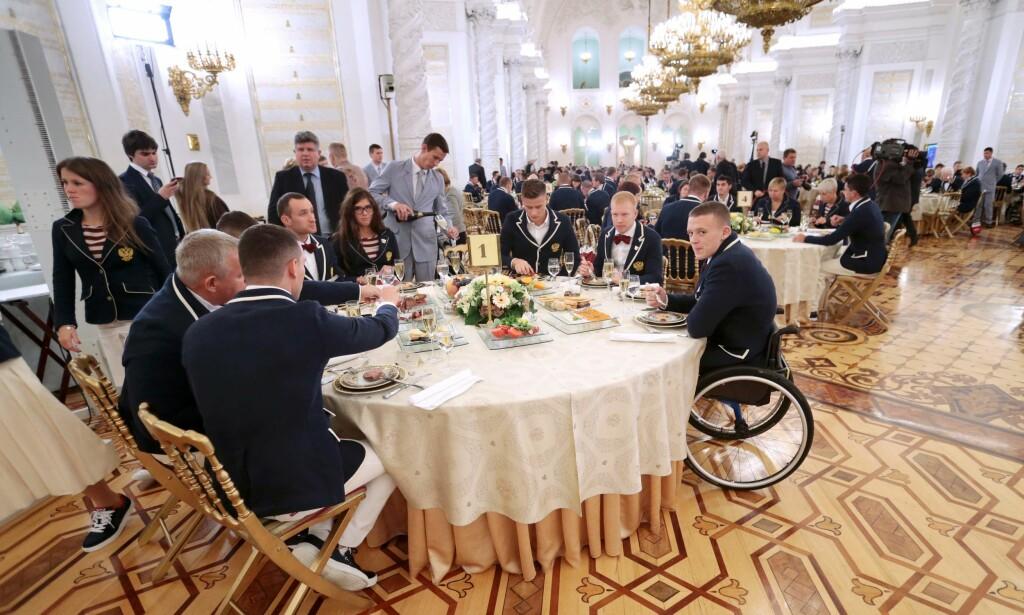 PÅ MIDDAG: Russlands Paralympics-lag fikk ikke dra til RIo. Her er de på en middag i Kreml under lekene. Foto: NTB Scanpix
