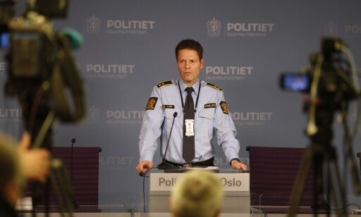 ORIENTERTE. Stein Olav Bredli, leder for Voldsavsnittet i Oslo Politidistrikt, holdt pressekonferansen onsdag ettermiddag. Foto: Torstein Bøe / NTB scanpix