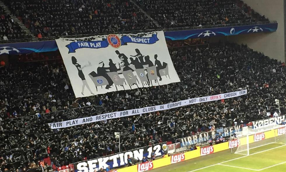 UEFA: FCK-tilhengerne benyttet seg av muligheten under tirsdagens Champions League-kamp til å komme med et aldri så lite stikk til UEFA. Foto: Allan Olsen / Polfoto via AP / NTB Scanpix