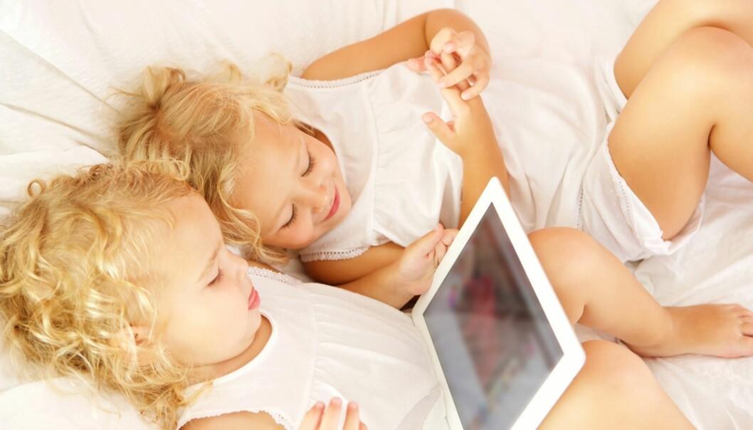 NEI TIL IPAD I SENGEN: Den amerikanske barnelegeforeningen anbefaler ingen skjermbruk den siste timen før leggetid. Foto: NTB Scanpix