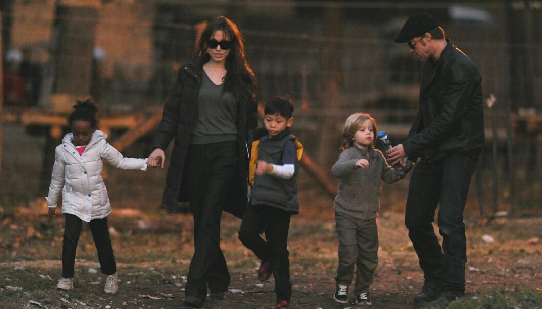 SAMMEN MED BARNA: Angelina Jolie og Brad Pitt sammen med tre av sine seks barn. Pax, Shiloh og Zahara. Foto: Scanpix