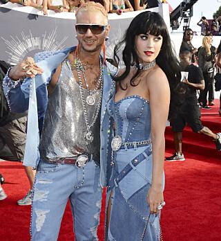 HYLLEST: Rapperen Riff Raff og artist Katy Perry gjenskapte Britney Spears og Justin Timberlakes antrekk. Foto: Jordan Strauss/Invision/AP
