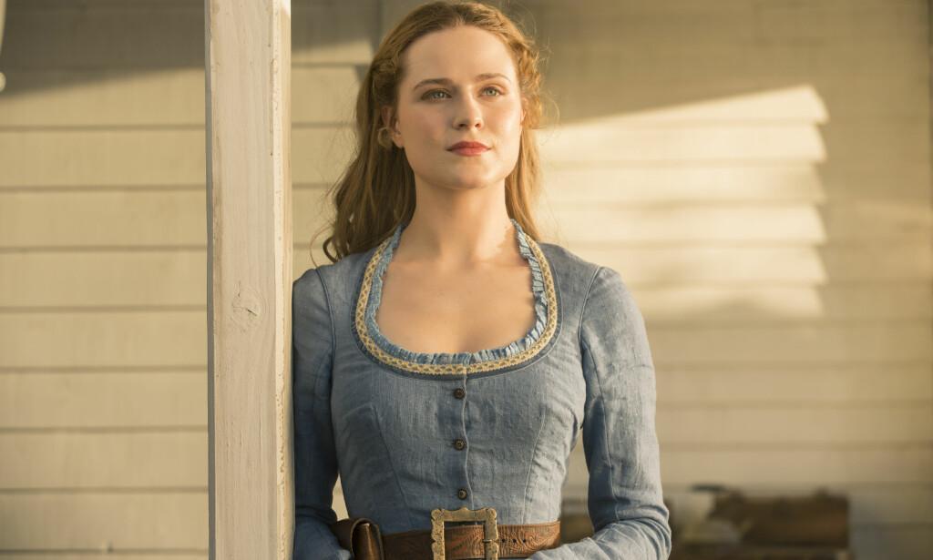 MENNESKEROBOT: Evan Rachel Wood spiller roboten Dolores i den populære HBO-serien Westworld. FOTO: HBO Nordic