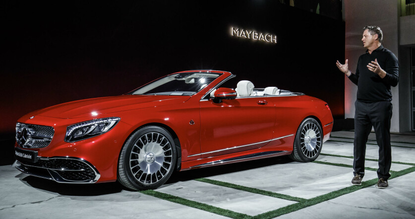 <strong>NIVÅET OVER:</strong> Når en vanlig S-klasse ikke er fint nok, må man ty til Mercedes-Maybach. Her vises den nye super-kabrioleten i Los Angeles. Foto: Daimler