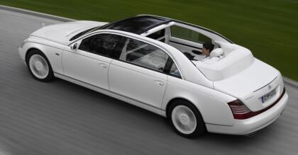 <strong>BLE KALT VULGÆR:</strong> Dette er forrige generasjon Maybach. Versjonen Landaulet på bildet kom i 2007, to år før merket ble lagt ned. Foto: Daimler