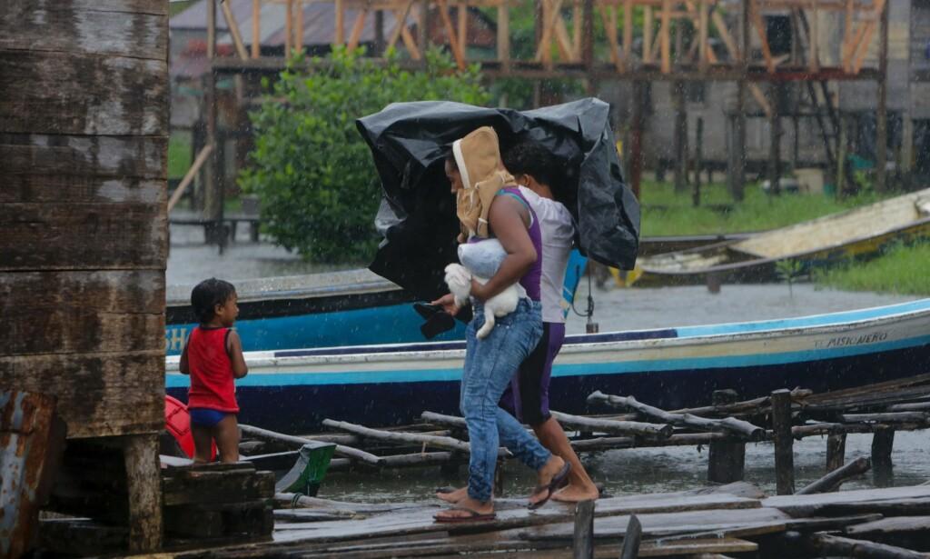 """ORKAN: Dette bildet er tatt før orkanen Otto traff Nicaragua, som skjedde kun en time før jordskjelvet inntraff.&nbsp;<span style=""""background-color: initial;"""">FOTO: AFP PHOTO / INTI OCON</span>"""