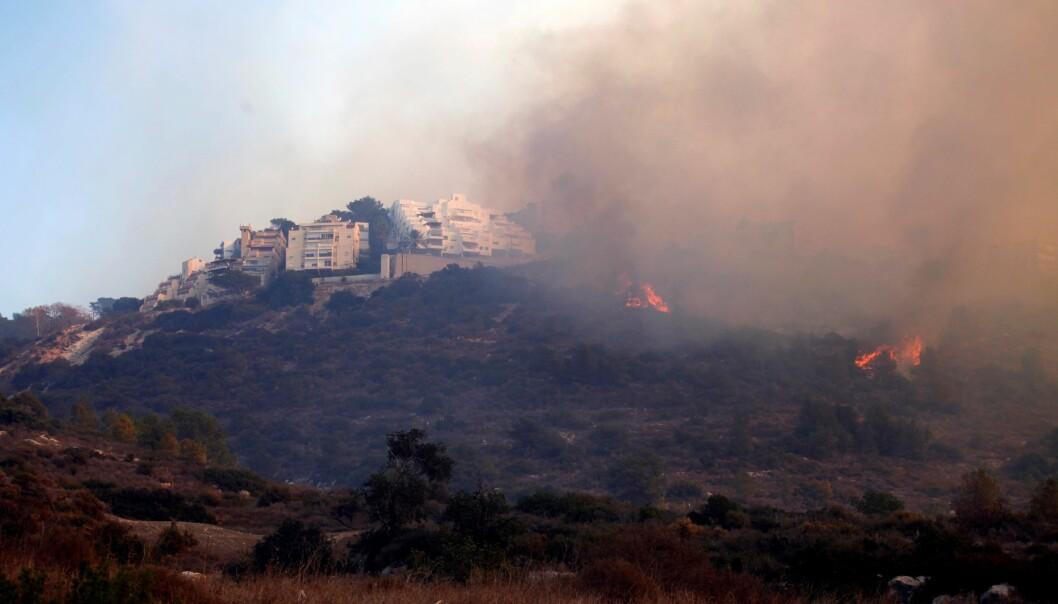 RØYK: Også i de sørvestlige delene av Haifa var det branner torsdag. FOTO: Raanan Cohen / Anadolu Agency / NTB scanpix