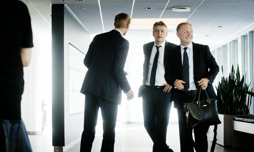 Gunnar Evensen (i midten) er ikke fornøyd med hvordan Telenor har operert. Foto: Eivind Yggeseth.
