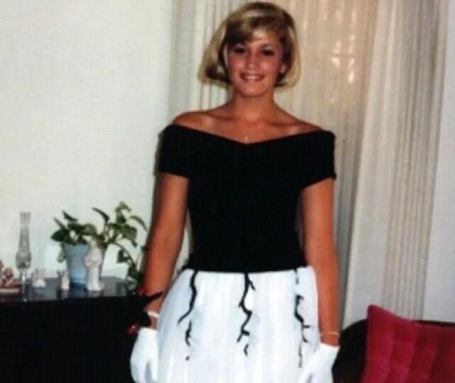 SYDDE SIN EGEN KJOLE: Artist Gwen Stefani, den gang 17 år, var ikledd en Grace Kelly-inspirert kjole - designet av henne selv og moren. Foto: Instagram