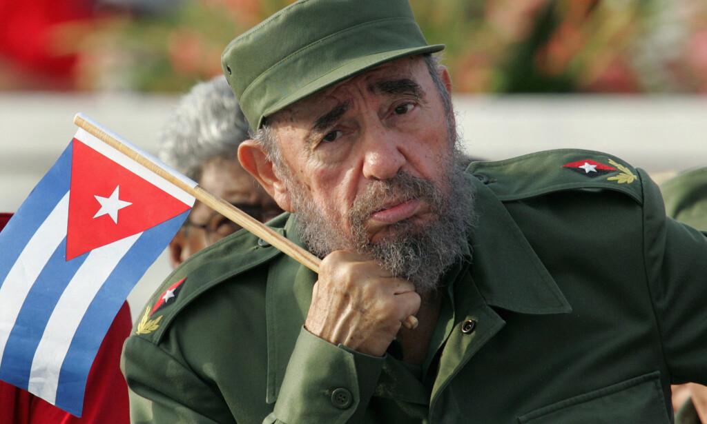 KOMMANDANTEN DØD: Lederen for den cubanske revolusjonen og landets president gjennom 47 år, Fidel Castro, døde i dag, 90 år gammel. Med han er en av de siste av den kalde krigens krigere borte. Her er Castro fotografert 1. mai 2005. Året etter holdt han sin site 1.maitale. Samme sommer ble han alvorlig syk. Han kom seg imidlertid etter omfattende operasjoner, og fram til sin død skrev han artikler, ikke minst om klimaspørsmål,.Foto: Claudia Daut/Reuters