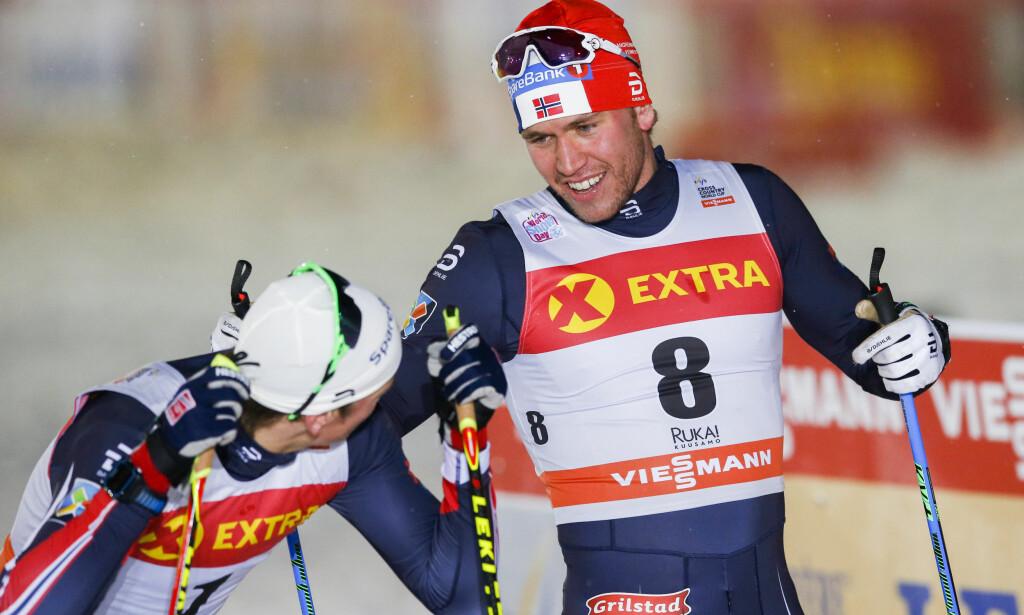 STORT: To reserver rett på seierspallen. Bedre kan ikke Pål Golberg, Johannes Høsflot Klæbo og norsk langrenn vise seg. FOTO: Terje Bendiksby / NTB scanpix.