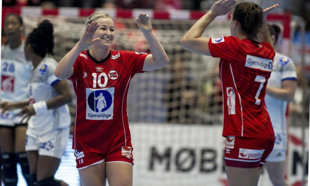 TOPPSCORER: Stine Bredal Oftedal jubler under Møbelringen cup i håndball mellom Norge og Frankrike.   Foto: Carina Johansen / NTB Scanpix