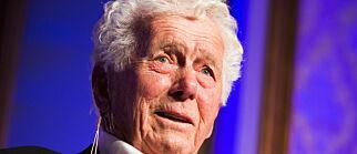 image: Toralv Maurstad (90) Hedda-nominert ett år etter hjerneslaget: - Jeg gir meg ikke før de bærer meg av scenen