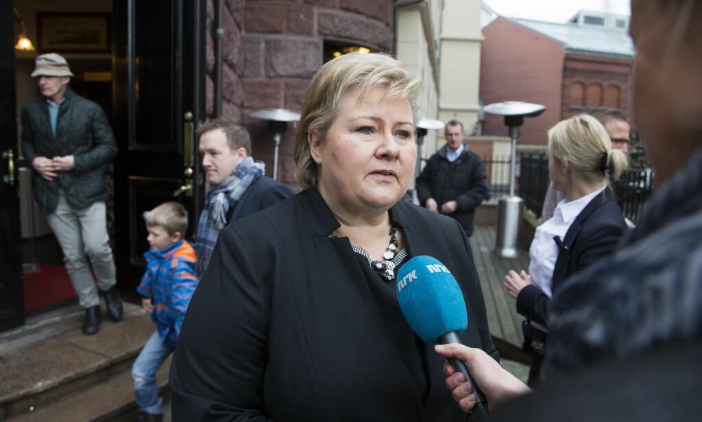 AVBRYTER PLANLAGT TUR: Statsminister Erna Solberg reiser tilbake til Oslo en dag tidligere enn den opprinnelige planen.. Foto: Håkon Mosvold Larsen / NTB scanpix