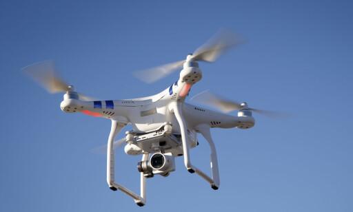 LETEMANNSKAP: En drone kan både finne savnede og droppe utstyr både i form av varme tepper og sambandsutstyr. Foto: NTB Scanpix