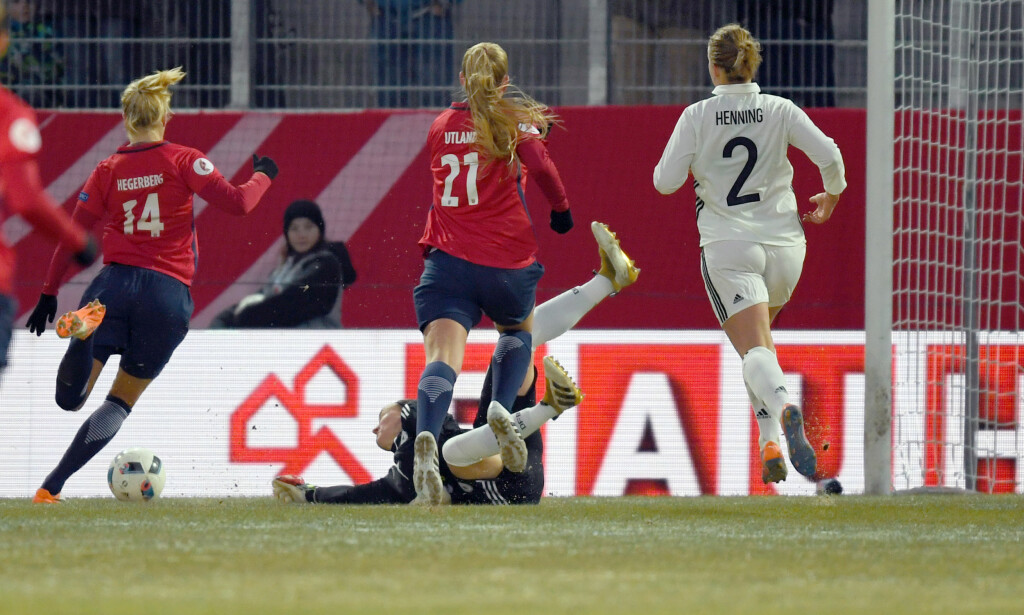 1-0: Ada Hegerberg scorer Norges mål mot Tyskland i ettermiddag. Foto: Hendrik Schmidt/dpa-Zentralbild/NTB Scanpix