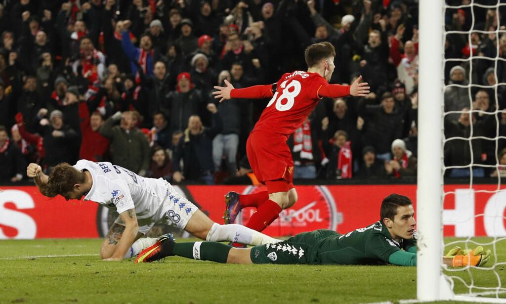 ØYEBLIKKET: Ben Woodburn har akkurat scoret sitt første mål for Liverpool, hjemme på Anfield, og ble med det klubbens ynggste målscorer gjennom tidene. <br>Foto: Reuters / Phil Noble / NTB Scanpix