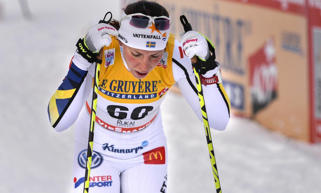 HJERTEFLIMMER: Charlotte Kalla kollapset under verdenscupåpningen i Kuusamo, grunnet hjerteflimmer. Foto: Anders WIklund / TT kod 10040