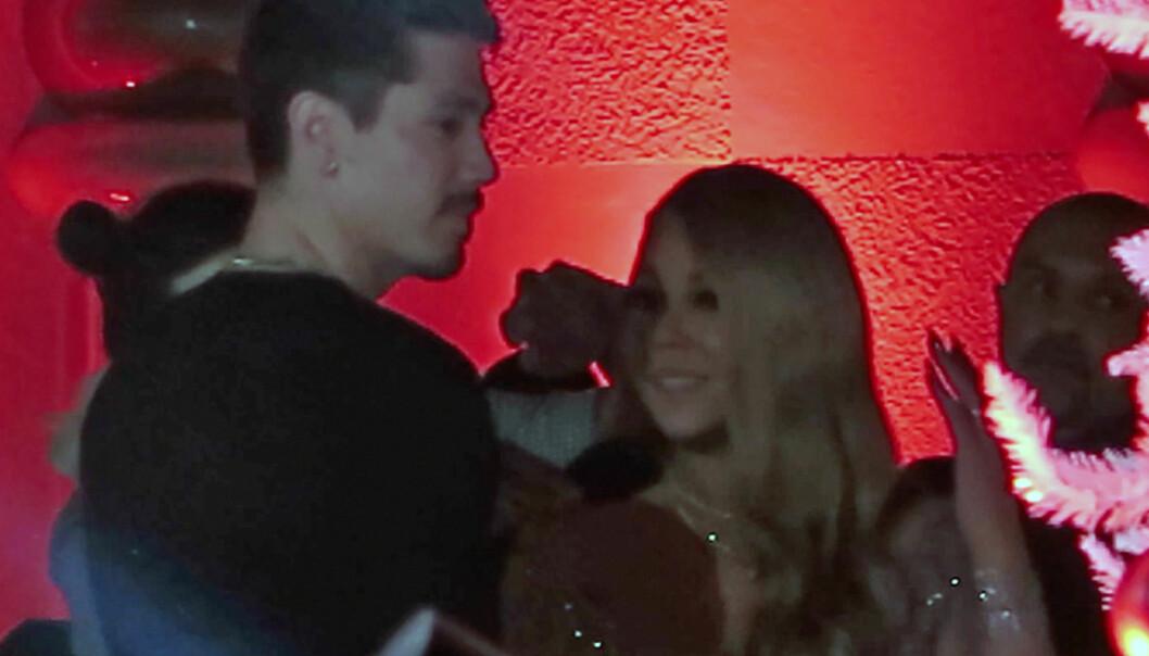 IKKE FØRSTE GANG: Mariah og Bryan har hengt mye sammen under turneen hun nå er ute på. Her er hun i Disneyland sammen med sin nye flørt. Foto: Splash News / NTB scanpix