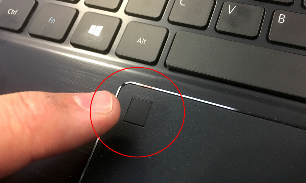 WINDOWS HELLO-FELT: Legg fingeren inntil feltet, og du er pålogget PC-en på sekundet. Snart skal du også kunne betale på samme måten. Foto: Bjørn Eirik Loftås
