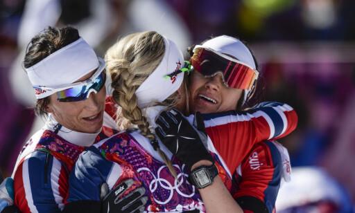 LAGÅND: Skijentene har alltid stått tett sammen og støttet hverandre. Nå er det Therese Johaug som får skijentenes kjærlighet. Foto: NTB Scanpix