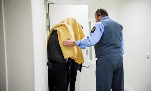 BLE PÅGREPET: Mannen som ble pågrepet på stedet 14. august, ble i går dømt til ti års fengsel for drapsforsøk, grov mishandel og ulovlige trusler. Bildet er tatt i forbindelse med rettssaken, som startet i oktober. Foto: Aftonbladet / IBL Bildbyrå