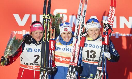 OVERRASKET: Heidi Weng spurtslo Maiken Caspersen Falla og fikk svenske Hanna Falk med seg på pallen. Foto: Terje Pedersen / NTB scanpix